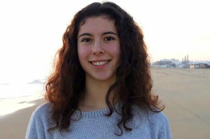 Headshot of Elena, from Spain